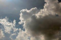 Небо облака искусства по солнцу Стоковое фото RF