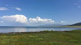 Небо озера Sayram Sailimu голубое Стоковое Изображение RF