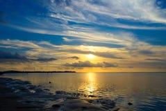 Небо океана воздуха Gili захода солнца восхода солнца заволакивает Gilis Индонезия Стоковое Изображение