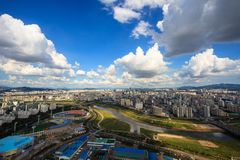 Небо ориентир ориентира Кореи облака городского пейзажа Сеула Стоковое фото RF