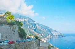 небо дороги горы Италии зеленого цвета травы bolzano alps голубое Стоковое Изображение RF