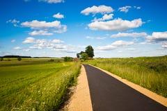 небо дороги поля облаков Стоковое фото RF
