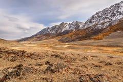 Небо осени реки дороги гор Стоковые Изображения