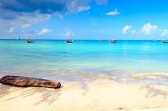 небо острова пляжа голубое Стоковые Изображения RF