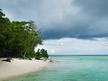 небо острова пляжа совершенное тропическое Стоковая Фотография