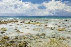 Небо острова Havelock голубое с белыми облаками, Андаманскими островами, Ind Стоковое фото RF