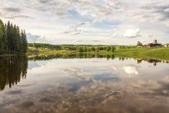 Небо отраженное в озере Стоковая Фотография RF
