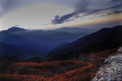 Небо перед восходом солнца, Lungthang, Сикким стоковое изображение rf