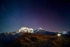 Небо пика снега Гималаев вечером стоковые изображения