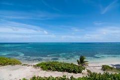 небо пляжа голубое карибское стоковое изображение rf