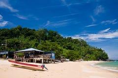 небо пляжа голубое песочное Стоковая Фотография