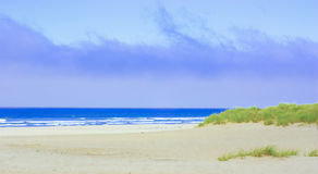 небо пляжа пасмурное Стоковая Фотография