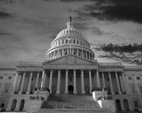 Небо рассвета над капитолием Соединенных Штатов стоковое изображение
