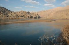 небо реки горы Стоковые Изображения