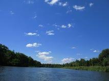 небо реки Стоковая Фотография
