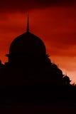 небо силуэта putrajaya мечети красное Стоковые Изображения RF