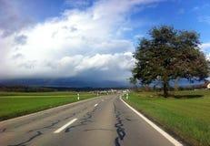 небо Сицилии дороги панорамы страны облаков сини воздуха открытое Стоковые Изображения