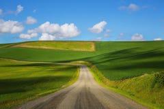 небо Сицилии дороги панорамы страны облаков сини воздуха открытое Стоковая Фотография RF