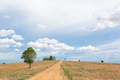 небо Сицилии дороги панорамы страны облаков сини воздуха открытое Стоковые Фото