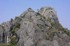Небо скалистой горы большое и высокорослое красивое Стоковые Фотографии RF