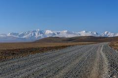 Небо снега горы степи дороги Стоковые Фотографии RF