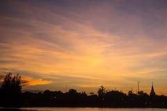 Небо с драматическими облаками, Таиланд вечера Стоковые Изображения RF