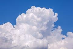 Небо тучных облаков свежее голубое стоковое изображение rf