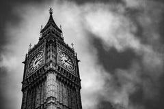Небо, чернота & белизна overcast большого Бен Стоковая Фотография RF