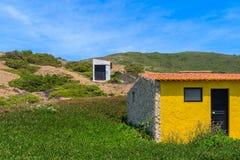 Небольшие дома на зеленом холме Стоковое Изображение