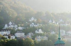 Небольшие дома на холмах стоковые изображения