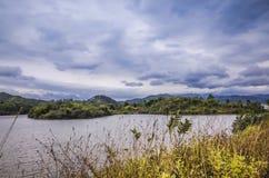 небольшое озеро близко горой Стоковые Фото