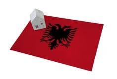 Небольшой дом на флаге - Албания Стоковое Изображение RF
