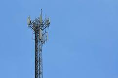 Небо agaist башни радиосвязи голубое Стоковая Фотография