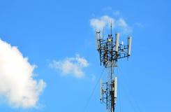 Небо agaist башни радиосвязи голубое Стоковое Изображение RF