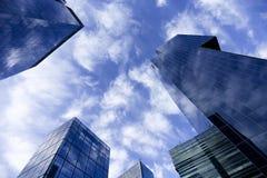 небо, cluds и современная жизнь Стоковые Фотографии RF
