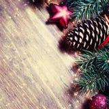 небо klaus santa заморозка рождества карточки мешка Ель с украшением на темной деревянной доске внутри Стоковое фото RF