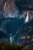 Невада и весенний национальный парк Yosemite падений от ледника Poin Стоковая Фотография