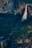 Невада и весенний национальный парк Yosemite падений от ледника Poin Стоковое Изображение