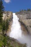 Невада падает в национальный парк Yosemite Стоковые Фотографии RF
