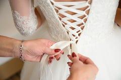 Невеста будучи подготавливанным для wedding Стоковые Изображения RF