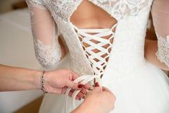 Невеста будучи подготавливанным для wedding Стоковые Фото