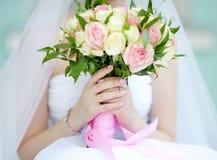 невеста букета цветет венчание удерживания Стоковое Изображение