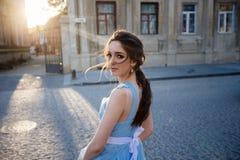 Невеста в голубом платье стоковые изображения rf