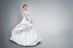 Невеста в красивом платье свадьбы стоковые фотографии rf