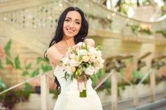 Невеста в парке Стоковые Фото