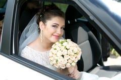 Невеста в роскошном автомобиле Стоковые Изображения RF