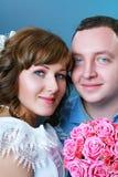 Невеста и groom в студии стоковые изображения rf