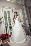 Невеста красоты держа букет стоковые изображения rf