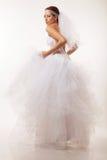 Невеста мельком взглядывает над ее плечом Стоковое Изображение