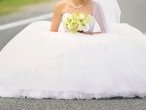 Невеста на дороге Стоковое Фото